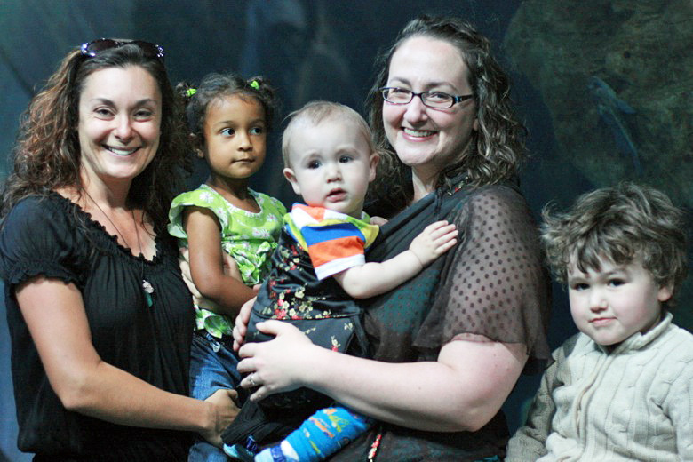 bloggy friends at the aquarium of the bay — california road trip travel san francisco — jennifer of hybrid rasta mama and tiny me alrik mikko