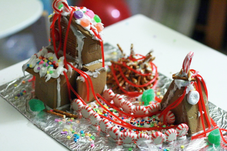 finished gingerbread house — holidays Christmas12