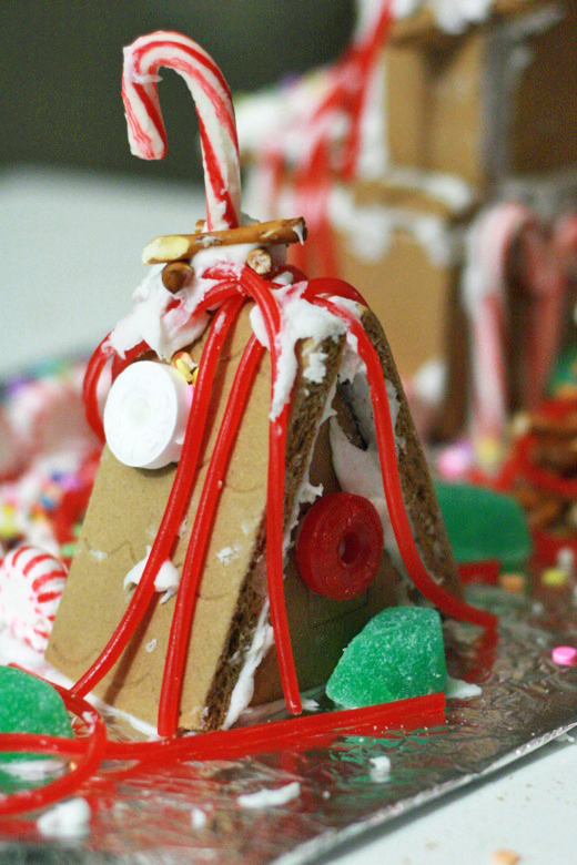 gingerbread house — holidays Christmas12