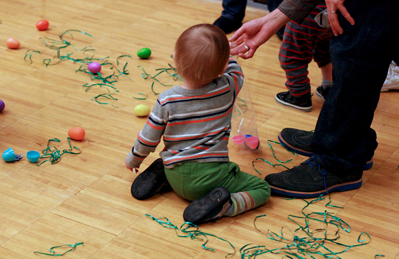 Easter egg hunt for toddlers at carnival at toddler play gym community center - Easter 2013 holidays
