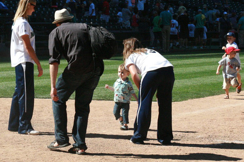 Take me out to the ball game == Hobo Mama