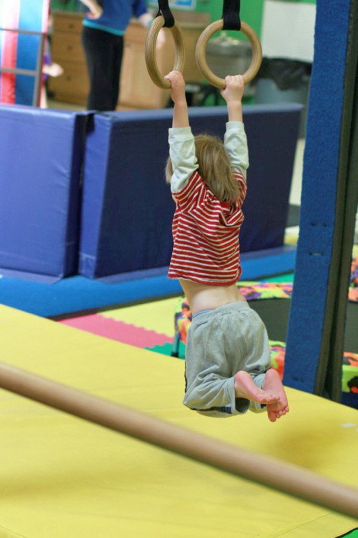 Little gymnast == Hobo Mama