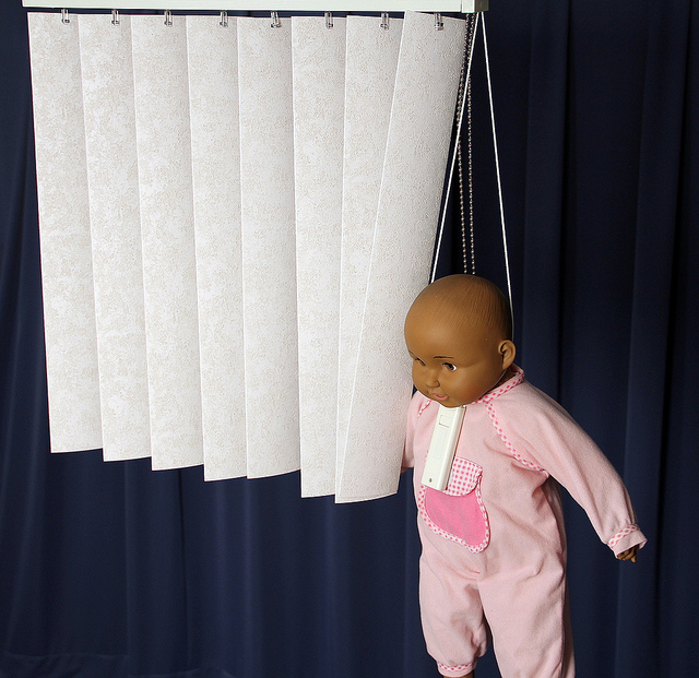 Could your child strangle on your window blinds? == A warning from Hobo Mama and what to do to keep your kids safe