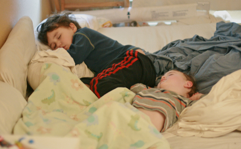 Wordless Wednesday: Cosleeping brothers == Hobo Mama