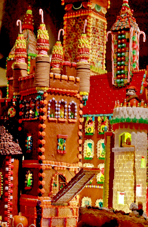 Brothers Grimm gingerbread house — Christmas downtown Seattle meetup holidays