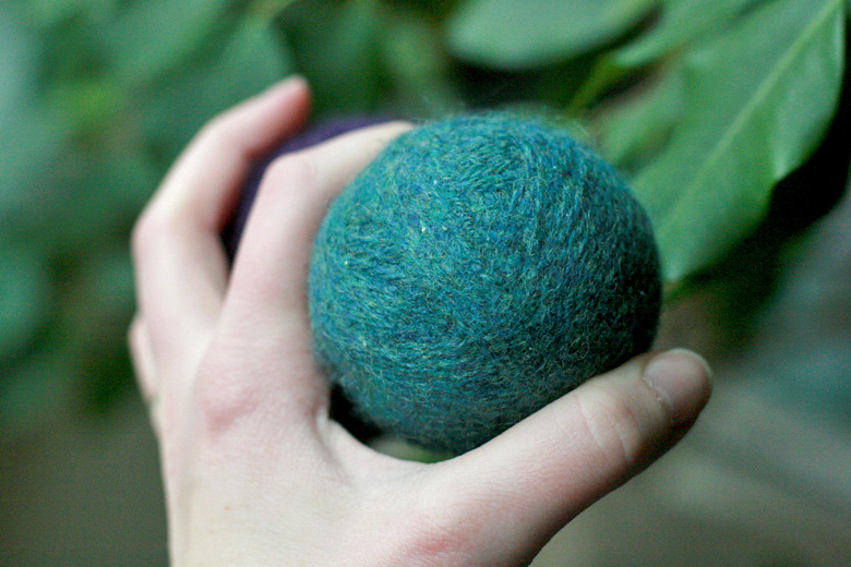 How to make wool dryer balls = Hobo Mama